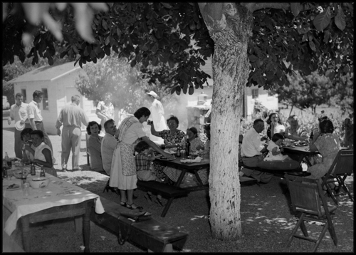 A marvelous alfresco family dinner circa 1950s